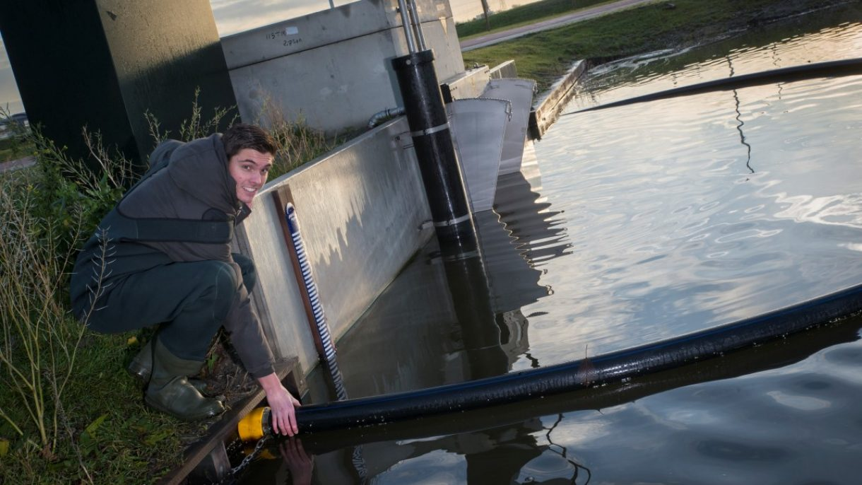 Student Watermanagement controleert water