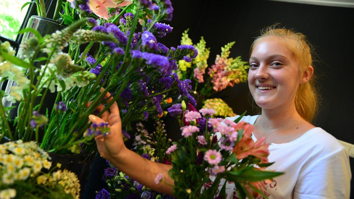 Student Bloem & Design verzamelt bloemen