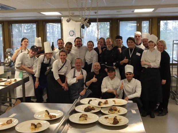 deelnemende studenten aan internationale kookwedstrijd