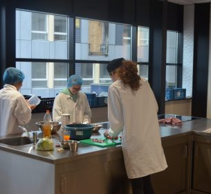 Studenten bij Food Innovation Academy