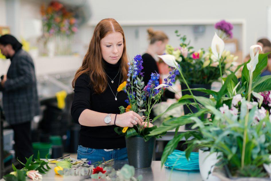 Student met bloemen