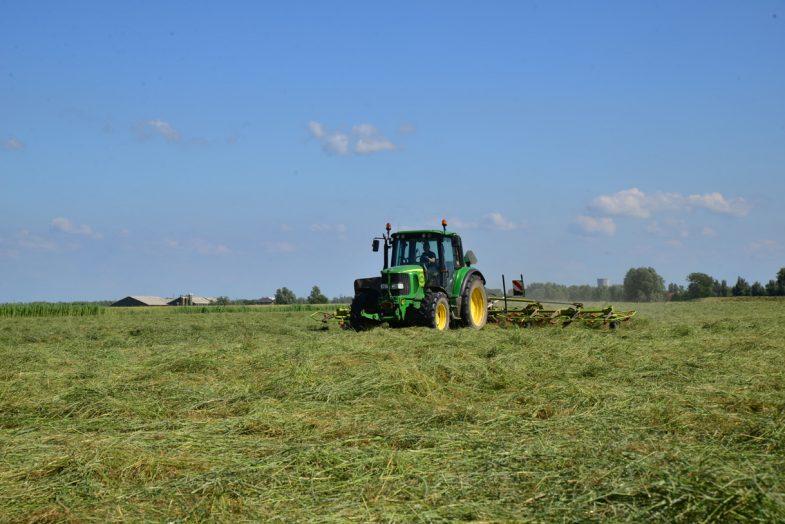 Groen, Grond & Infra tractor maaien
