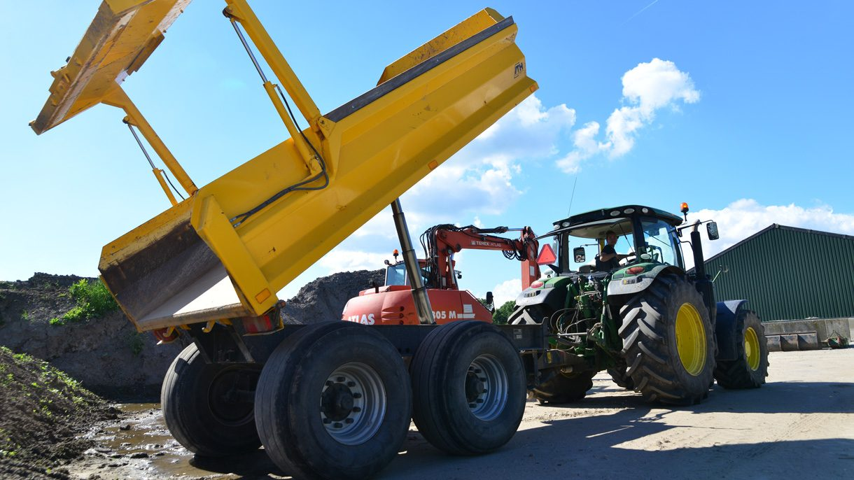 Loonwerk Tractor met kieper