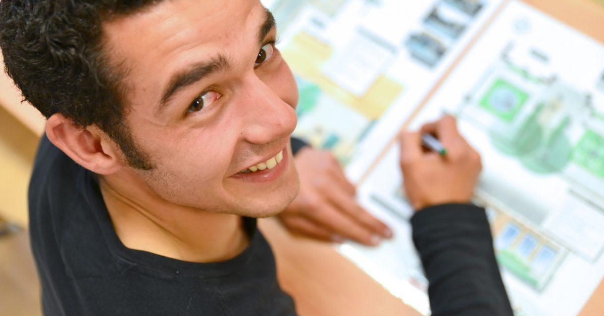 Jongen tekent