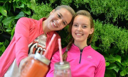 Studenten Food & Lifestyle proosten met smoothies