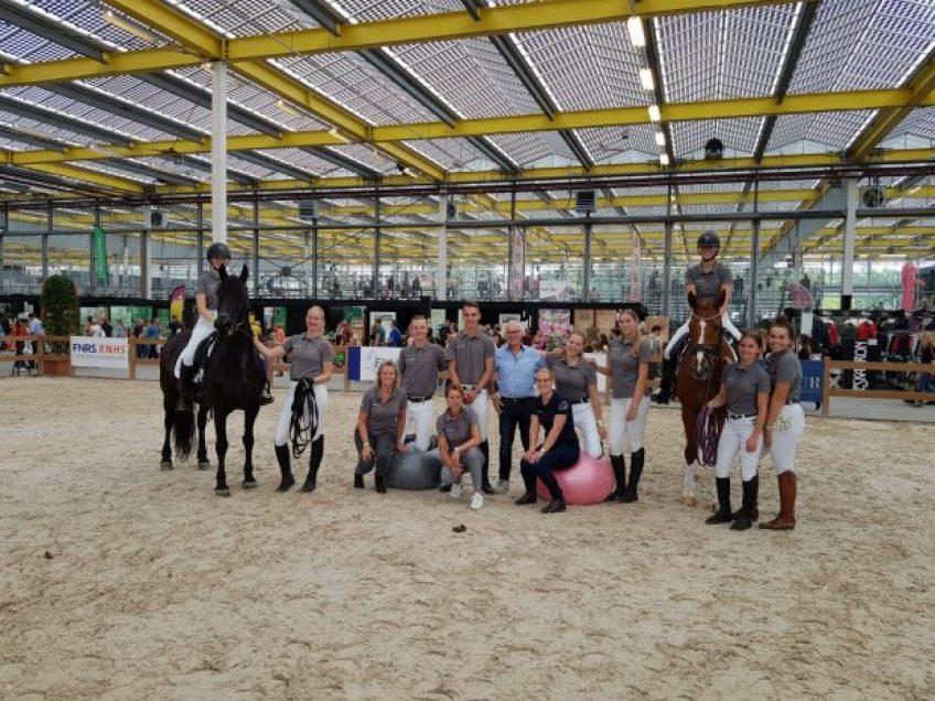 Groep studenten tijdens Horse Event