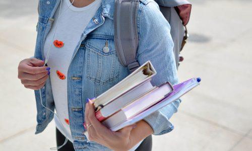 havo meisje met schoolboeken
