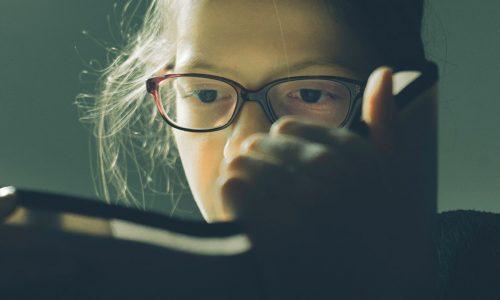 mavo lezend meisje
