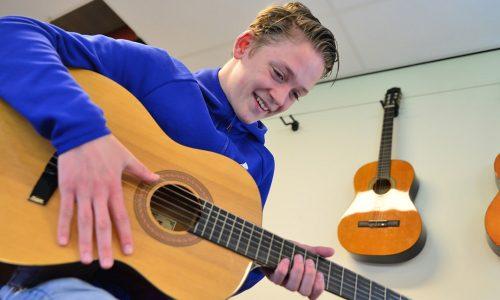 Leerling met gitaar