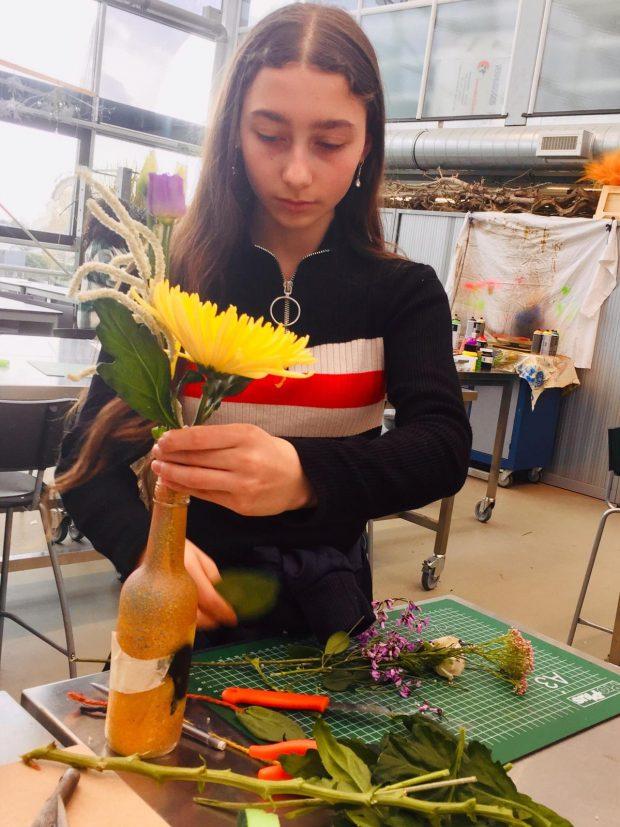 leerlingen maakt boeket